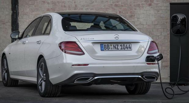 Mercedes-Benz E300 de i E300 e plug-in hybrid modeli