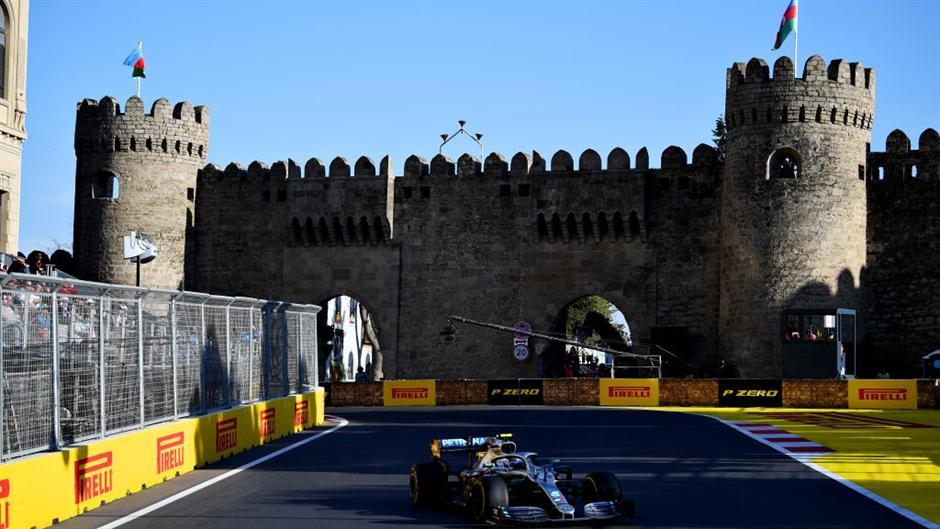 Mercedes brujao na ulicama Bakua, Botas je ozbiljan!