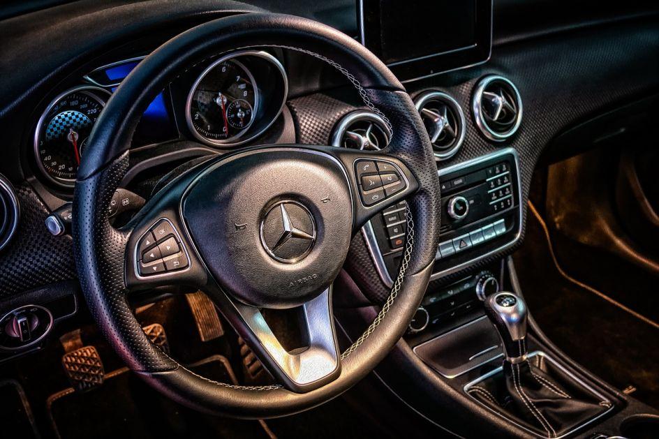 Mercedes opozvao S klasu