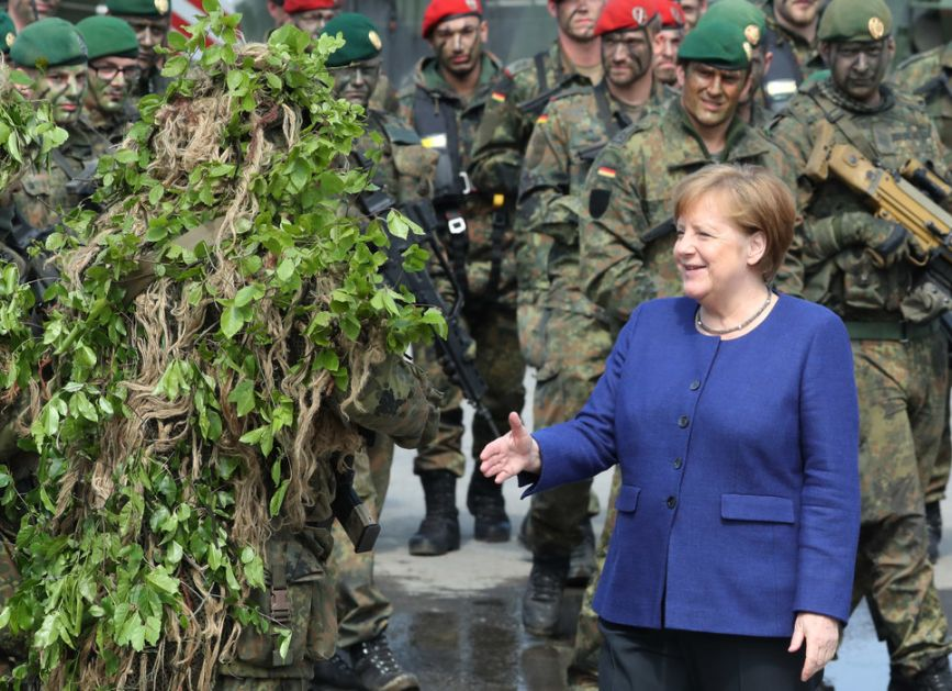 Merkel: NATO jedan od centralnih stubova odbrane