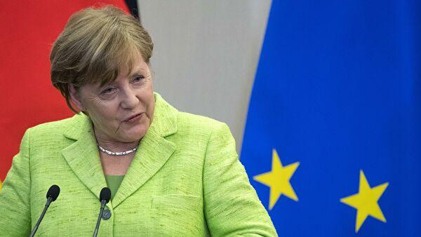 Merkelova Makronu: Smučilo mi se da sakupljam krhotine