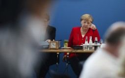 Merkelova: Ozbiljno shvatamo obavezu većih izdvajanja za odbranu