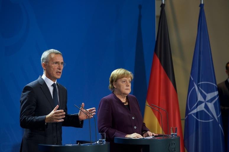 Merkelova: Rusija posmatra NATO kao protivnika