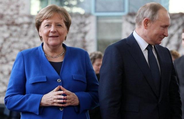 Merkelova i Putin: Razgovor preko telefona, tri problema - tri države