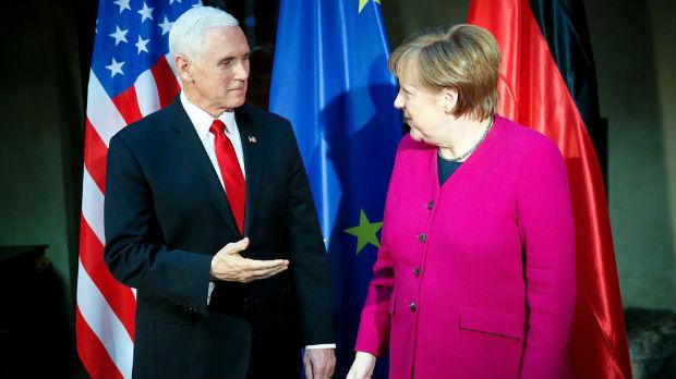 Merkelova u klin, Pens u ploču