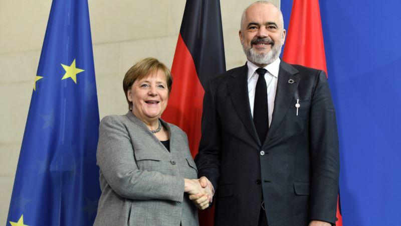 Merkelova za početak razgovora sa Tiranom i Skopljem