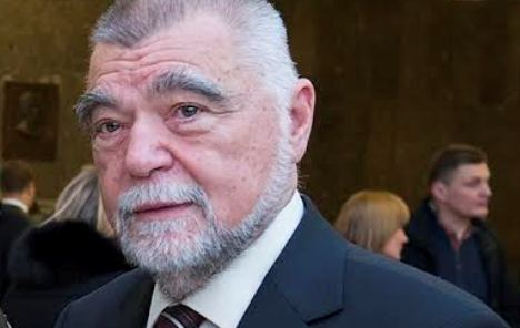 Mesić: Grabar-Kitarović je sama sebi najgori neprijatelj