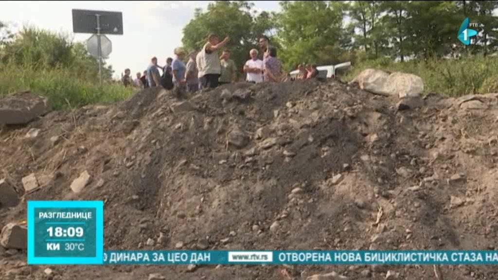 Meštani Svetozara Miletića nezadovoljni zbog zatvaranja pružnog prelaza