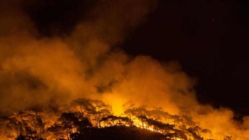 Meštani i turisti beže pred masovnim požarima u Turskoj