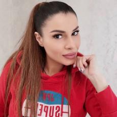 Mia Borisavljević tek što se PORODILA, a već SMRŠALA 8 kg 6. dan od POROĐAJA otišla sam u teretanu (FOTO)