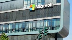 Microsoft ulaže milijardu dolara u veštačku inteligenciju