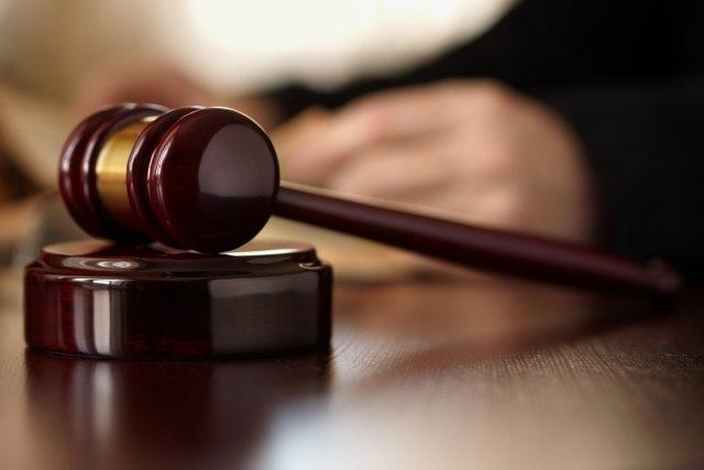 Migrant osumnjičen za pljačku vernika se branio ćutanjem