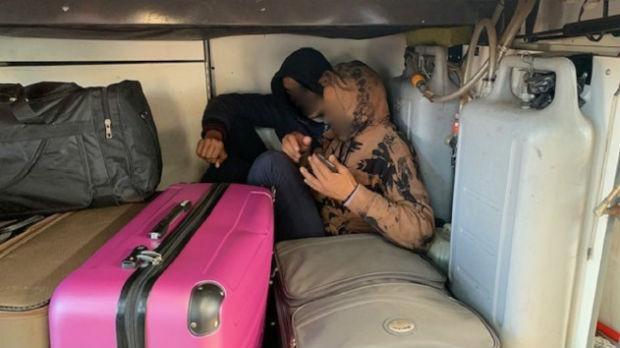 Migranti među koferima putnika