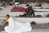 Migranti našli sklonište na stadionu