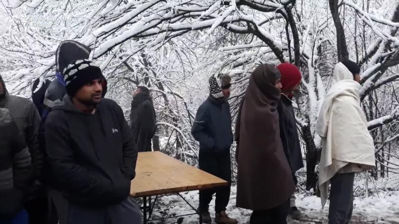Migranti u Vučjaku na mokrom, u snijegu i hladnoći