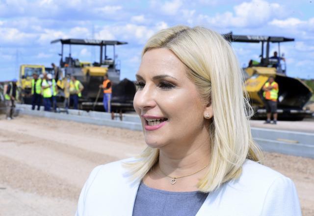 Mihajlović: Izgradnjom autoputeva Srbija postaje nezobilazna ruta između istoka i zapada