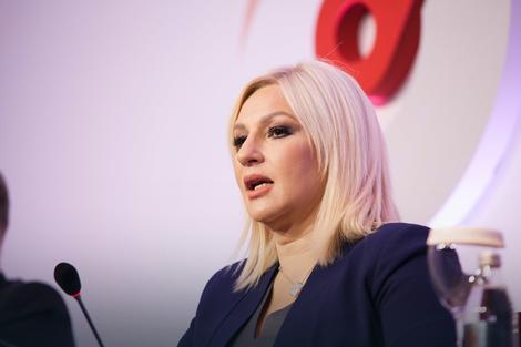 Mihajlović: Slogani o rađanju dece su uvredljivi za žene, one NISU MAŠINE ZA RAĐANJE!