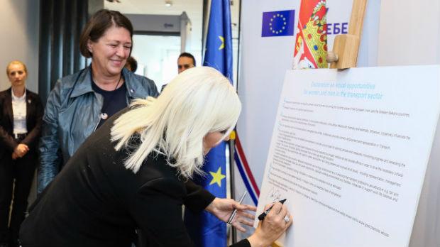 Mihajlovićeva: Ohrabrimo žene da se uključe u sektor transporta
