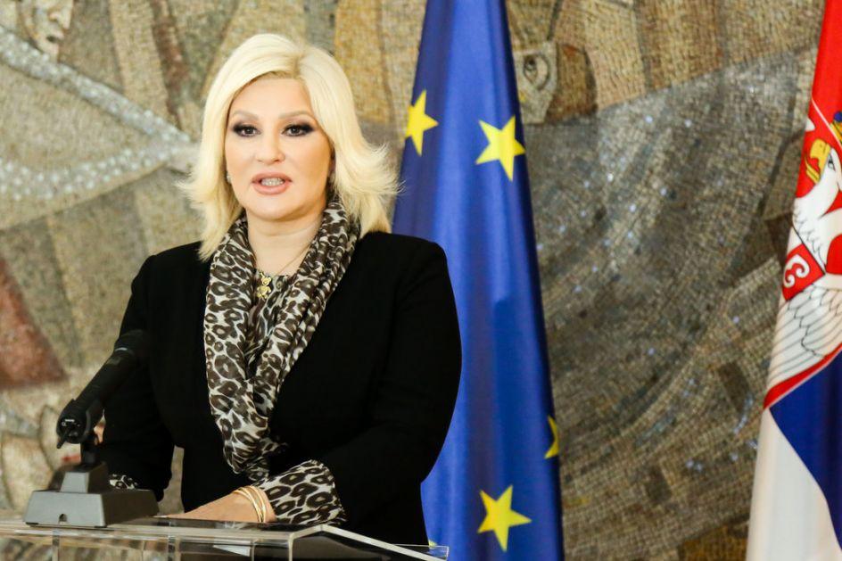 Mihajlovićeva: Tadić sramotno narušava ugled zemlje