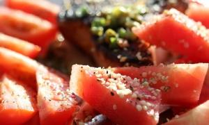 Miks ukusa: Neobična salata od lubenice sa sirom i nanom (RECEPT)