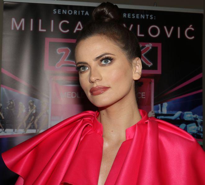 Milica Pavlović se skinula u toples, pa dovela atmosferu do usijanja!