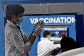 Milion vakcinisanih za dan: Kako? Ukoliko nemate potvrdu - blokiraćemo vam mobilne telefone FOTO