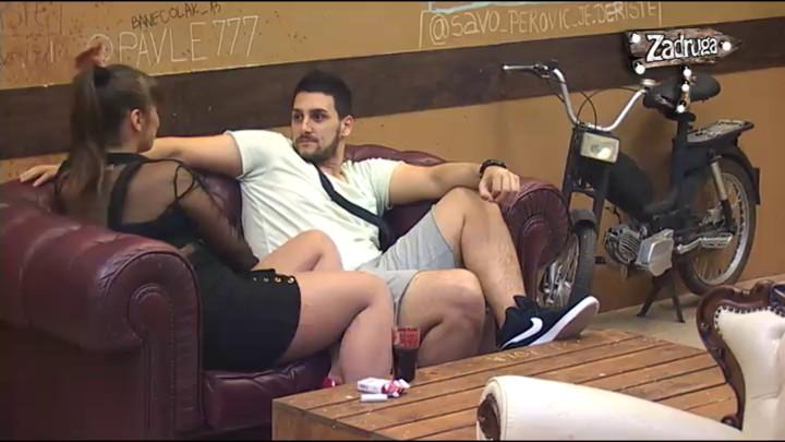 Miljana ponovo pokušala da zavede Zolu, on nije znao šta ga je snašlo: Zašto ne smeš da me pogledaš u oči?! (VIDEO)