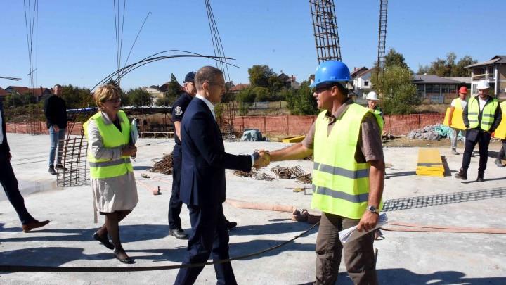Ministar Stefanović obišao radove na centru za vanredne situacije u Vranju (FOTO)