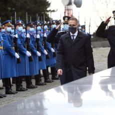 Ministar Stefanović odao počast vojnim veteranima: Vođeni verom u otadžbinu osigurali ste slobodan život u našoj zemlji!