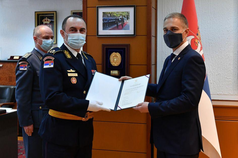 Ministar Stefanović uručio ukaz o unapređenju Nikoli Dejanoviću