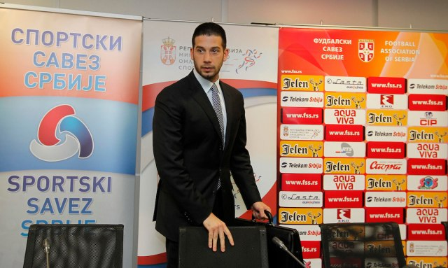 Ministar Udovičić nije želeo da komentariše tenk ispred stadiona Zvezde
