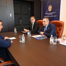 Ministar Vulin sastao se sa ambasadorom Republike Kube Gustavom Trista del Todom