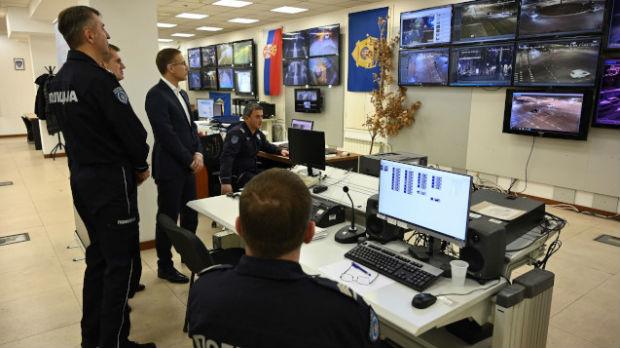 Ministar policije čestitao kolegama Božić