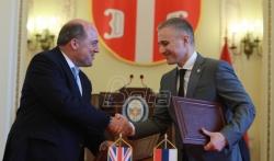Ministri odbrane Srbije i Velike Britanije razgovarali o unapredjenju saradnje