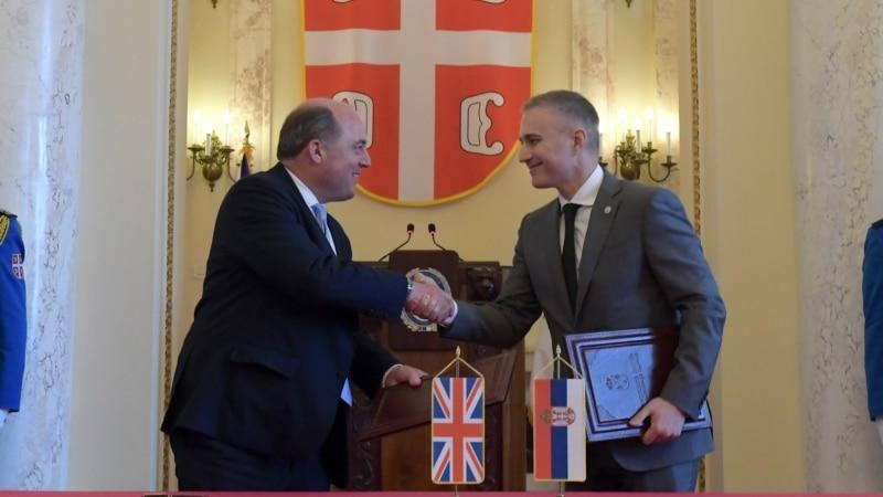 Ministri odbrane Srbije i Velike Britanije razgovarali o unapređenju vojne saradnje