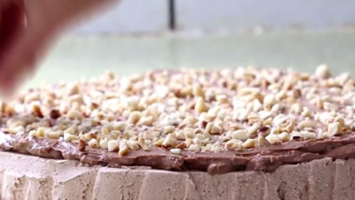 Minjon torta: Idealni desert sa čokoladom i orašastim plodovima
