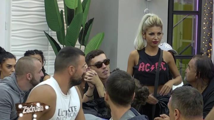 Miona napravila ljubomornu scenu Tomoviću, a onda je ustala Ivana Šopić i RASKRINKALA GA: On to radi sa svakom! (VIDEO)