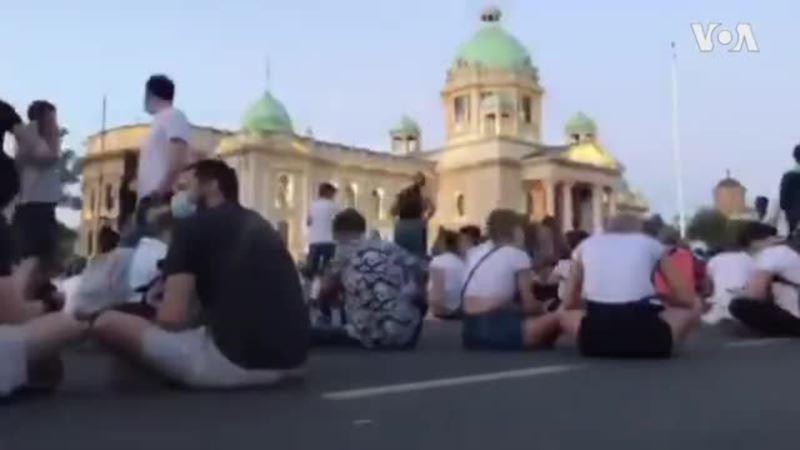 Miran protest pred Skupštinom Srbije