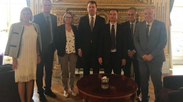 Mirović u Parizu o jačoj saradnji Vojvodine i regije Val Doaz