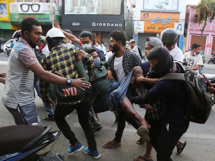 Mjanmar: Policija ubila 18 demonstranta, više ranjenih; Borelj: EU će merama odgovoriti na nasilje