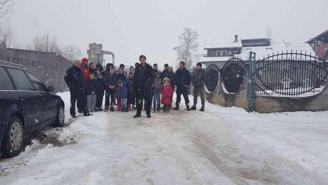 Mještani blokirali ulicu – zahtjevaju da opština reaguje i popravi put