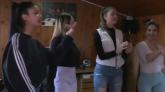 Mlade Romkinje se bore pesmom protiv dečjih brakova VIDEO