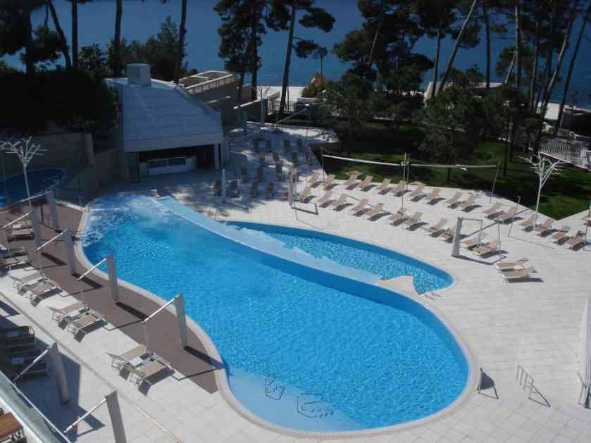 Mladi Srbin teško povređen na bazenu u Grčkoj