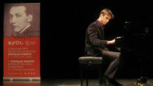 Mladi pijanista iz Srbije pobednik takmičenja u Zagrebu