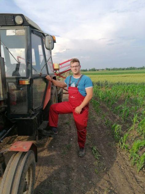 Mladi poljoprivrednik iz Kucure na njivi od jutra do mraka, na selu je život!