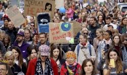 Mladi se masovno mobilišu širom sveta u protestima za očuvanje klime (VIDEO)