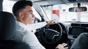 Mladi vozači najčešće stradaju vikendom u sitnim satima