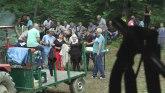 Mladoženje i udavače u dragačevskoj šumi tražili sreću na Dan svete trojice