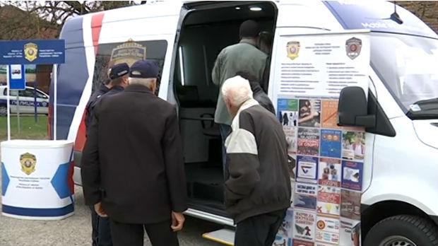 Mobilni šalteri policije u kraljevačkim selima