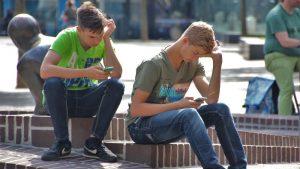 Moć sugestije društvenih mreža: Kako objave kreiraju javno mnjenje